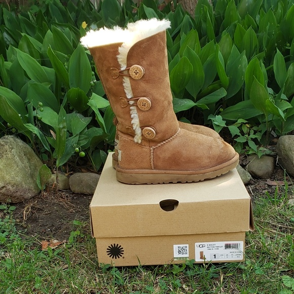 71c52529201 Ugg girls bailey button triplet boots